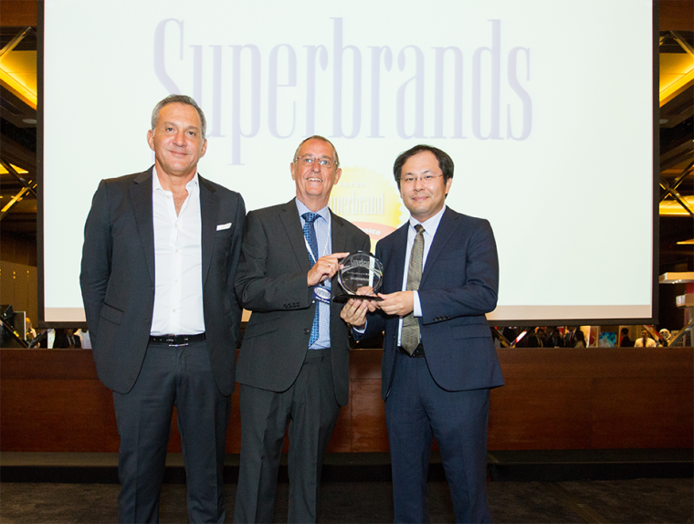 Left to Right: Tariq Al Ghussein, chairman & CEO at Taqeef; Mike English, director of Superbrands Middle East; Katsuyuki Yamagai, senior sales manager at Fujitsu General Middle East.